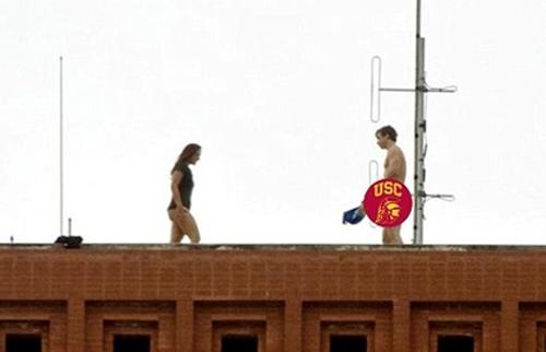 日本性交成人做爱人体艺术网站_美国大学生校内当众性爱 裸照被拍后疯狂流传