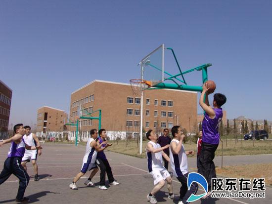 牟平一中举办教职工篮球赛(图)