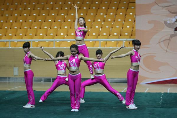 操井空_组图:健美操比赛青春洋溢 美少女动作奔放高难