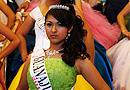 400名墨西哥少女盛装出席集体成年礼(组图)