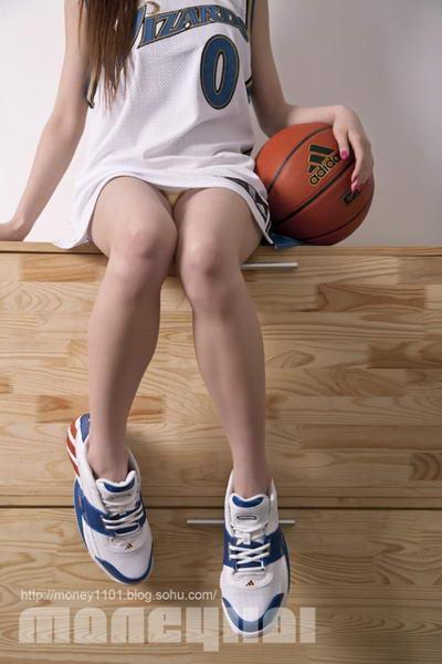经典穿阿里纳斯球衣绝杀美女美女v经典(图)恐怖变球鞋图片