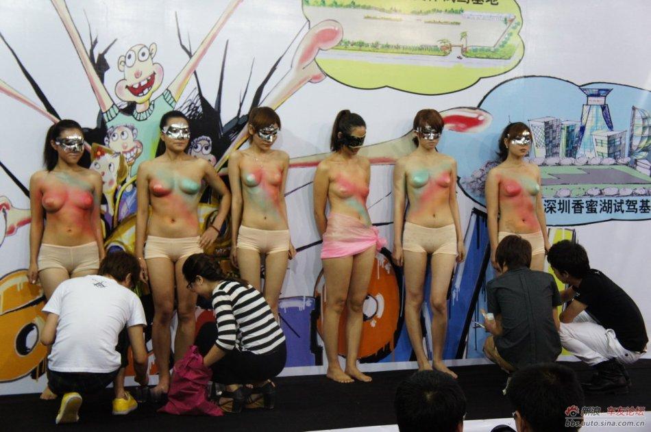 深港澳车展现场惊艳美女人体彩绘组图