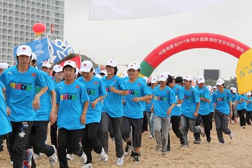 第25届奥林匹克日长跑活动在我市鸣枪