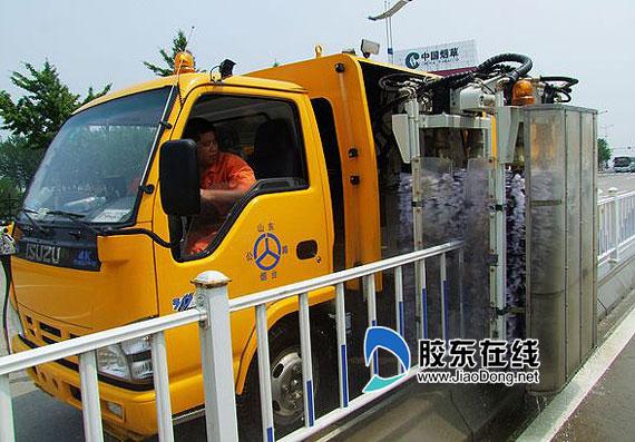 该车采用高压水泵和低压水泵相结合,具有独立高压和低压两套清洗系统