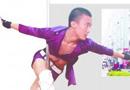 青岛小伙跳钢管舞谋生 一个月收入四五万(图)