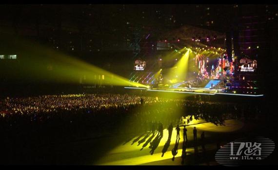 那英烟台演唱会舞台灯光效果绚烂