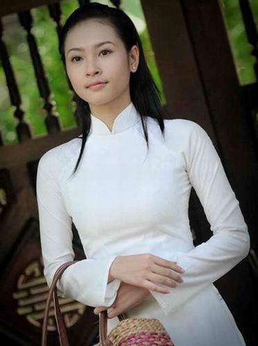 越南女高中生用传统服饰奥黛作校服(组图)
