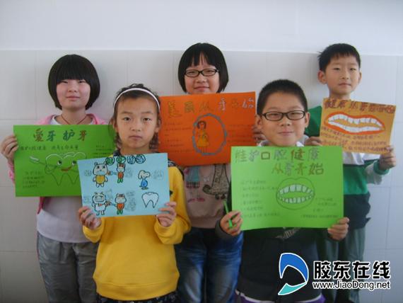 小学生开展爱牙行动 制作手抄报(图)