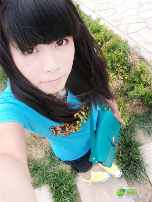 17岁女高中生自拍相酷似娃娃组图