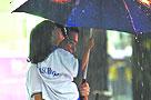 广州遭遇暴雨袭击 全市主要道路出现积水(图)