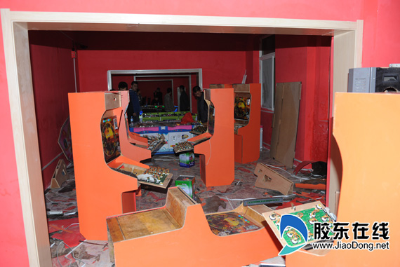 芝罘警方捣毁一地下赌博游戏厅(图) 社会新闻