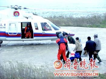 长岛61岁老人突发脑溢血 海陆空救援助脱险