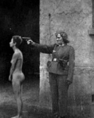 二战纳粹令人发指的暴行 枪毙裸体女犯图片