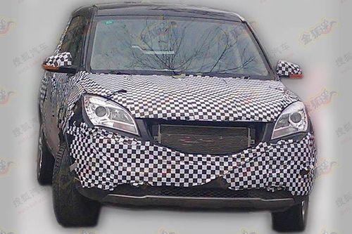 长安首款SUV车型S101车型车身尺寸比较紧凑,从首次曝光的底盘谍高清图片