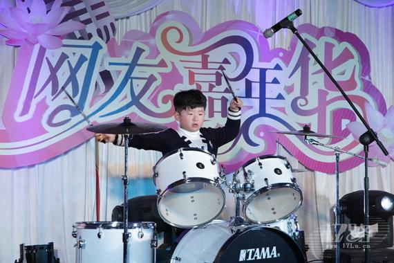 月历宝宝唐子文架子鼓表演《火花》