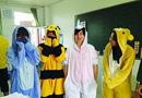 教师倡议学生穿睡衣上课 校方提醒别太性感