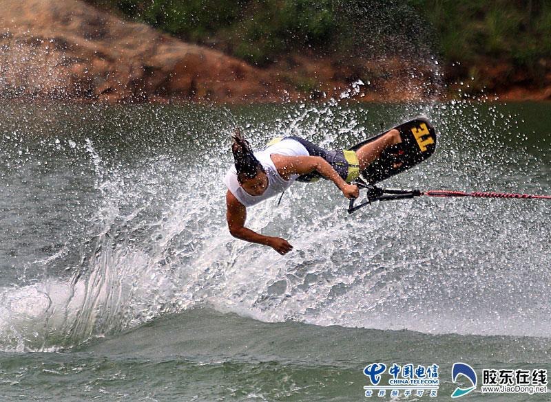 高清图:第三届亚沙滑水比赛毽球决赛防守规则图片