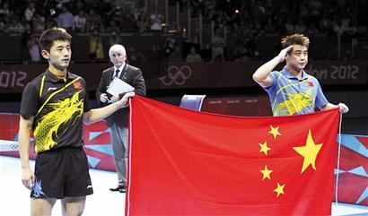 在男单决赛结束后,惺惺相惜的张继科和王皓在接受记者采访时,都对对方表示了最大的敬意。