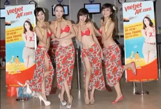 越南客机空中办比基尼表演被罚款