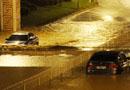 江西南昌暴雨致多条道路被淹车辆被困(图)