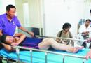 布拉万卷起大浪拍倒一片泳客 女游客混乱中被踹断腿
