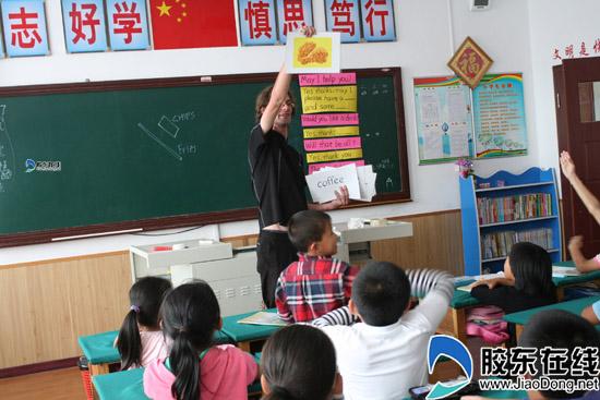 洋老师走进蓬莱市第二v老师小学英语课堂小学生100字演讲稿图片