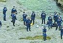 日本警察登钓鱼岛配图来自共同社 非所传假新闻