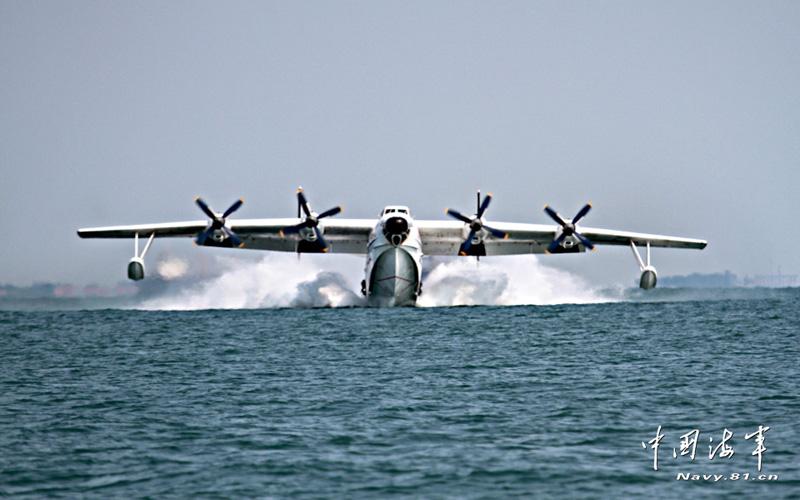 高清:海军水上飞机翱翔海天 实施远海救援演练
