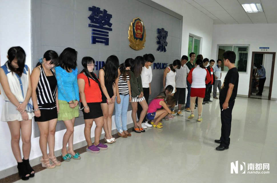 广东惠州警察抓卖淫团伙 擒获10多名站街女图片