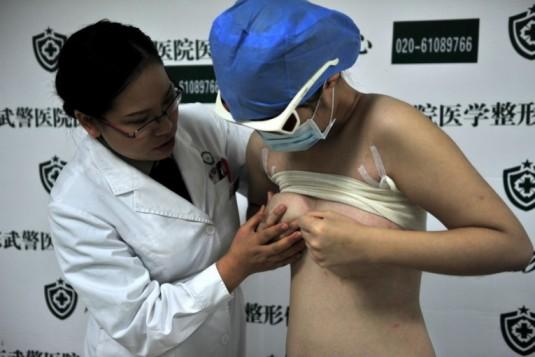 大四女生四处借钱贷款进行隆胸手术