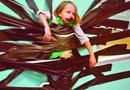 美国滑板冠军用塑胶将女儿贴墙上 被骂蠢货(图)