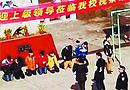 安徽7名中学生被罚跪 校方称谁说出去就开除