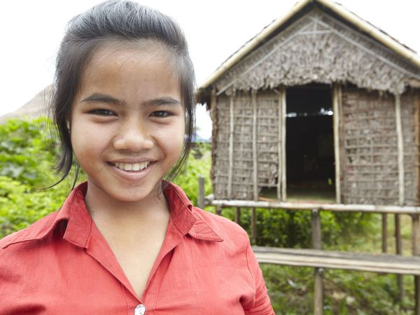 综合se幼幼_纪实柬埔寨奇俗:父亲为女儿造性爱小屋(组图)