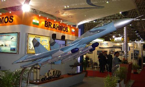 """印度2015年服役空射型""""布拉莫斯""""导弹(图)"""