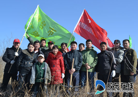 烟台市公路局青年志愿者集中种植 青年林 (图)