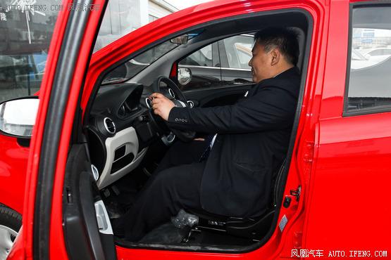 奔奔mini搭载的是长安c10直列4缸发动机,最大输出功率达51kw,高清图片