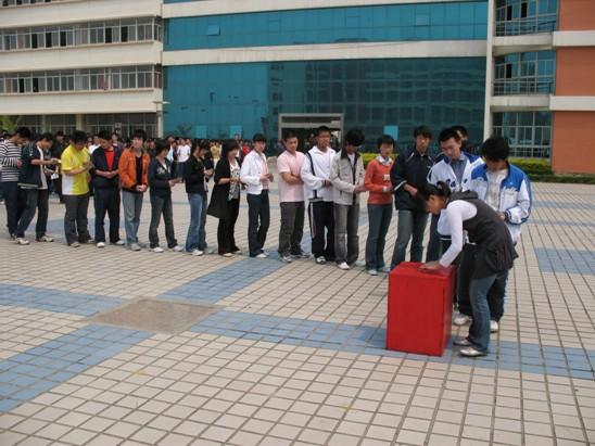 烟台开发区高级中学特色活动:爱心活动