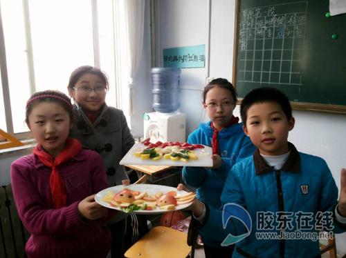 庆五一 星海艺校举办水果拼盘比赛图片