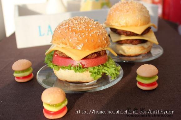 百合家的幸福早餐 西式系列----汉堡包,红茶牛奶