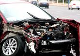 """莱山发生一起交通事故 轿车惨被""""解剖""""(图)"""