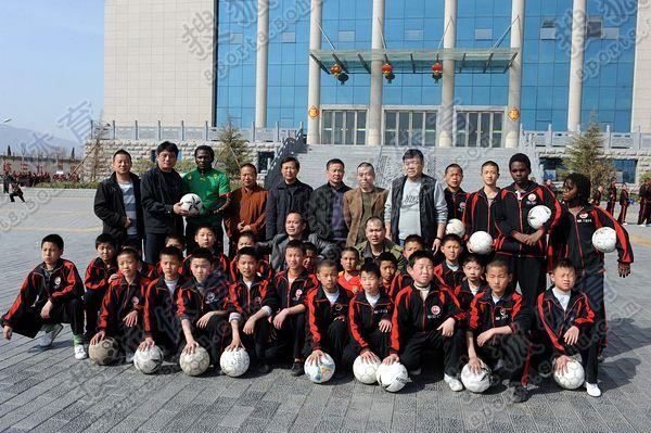 少林寺投20亿建足球学校 拟打造功夫足球 图