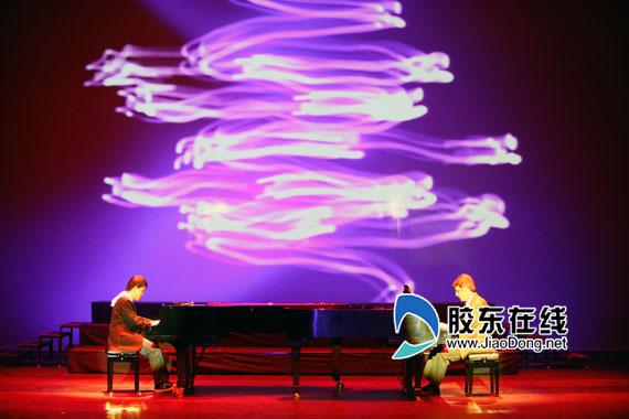 三人两架钢琴 舞台剧《弹琴说爱》10月亮相烟台