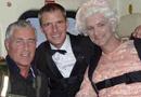 伦敦奥运会开幕式007饰演者跳伞失败当场摔死