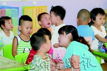 """幼儿园开学第一天 """"小班""""哭喊要找娘(图)"""