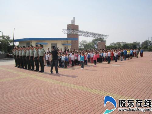 养马岛中学举行迎国庆升旗仪式