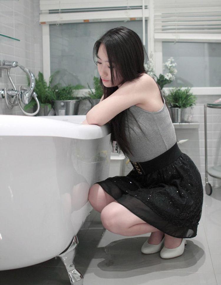 南京90后幼师裸身出浴照网络热传