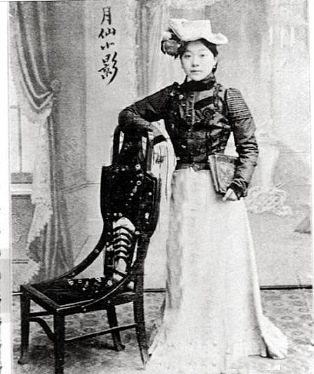"""晚清妓女也做广告拍照登杂志成""""时尚女郎"""""""