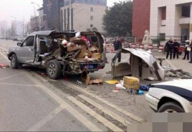 行唐车祸_一辆越野车在车祸中受损严重.图据网络