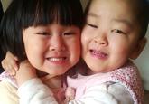 烟台孪生姐妹同患眼癌 绝望妈妈