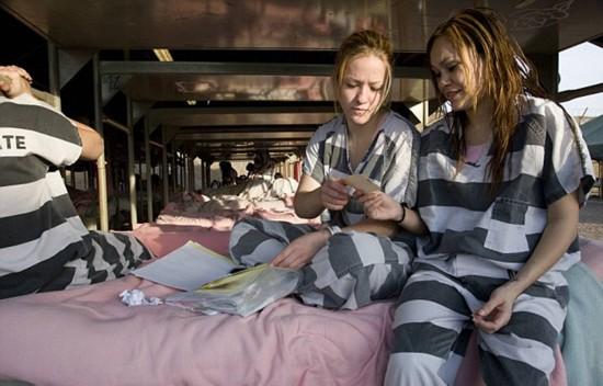 女子:揭秘1美国监狱的视频下载软件美女重囚手铐脚镣军事加身组图图片